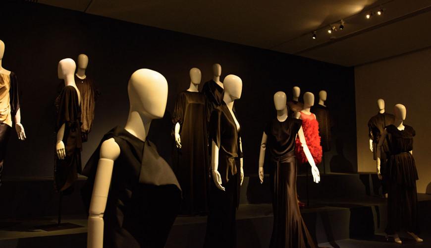 Julia y Renata: Fashion and Transformation