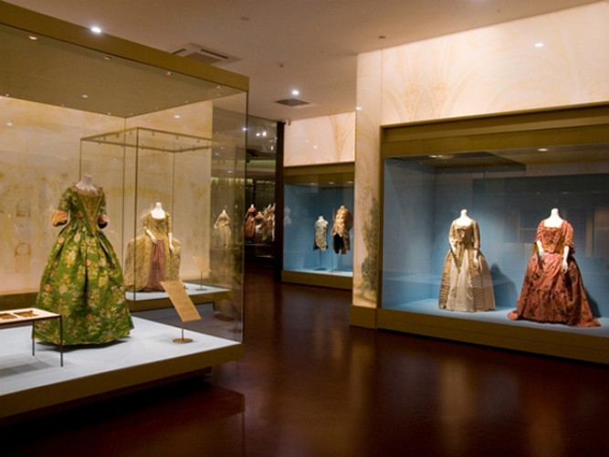 From Rural to Urban: 400 Years of Western Fashion
