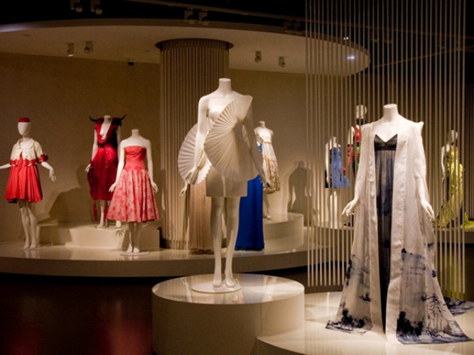 An Evolution of Fashion: Chinese Costume from 1920s to 2010s