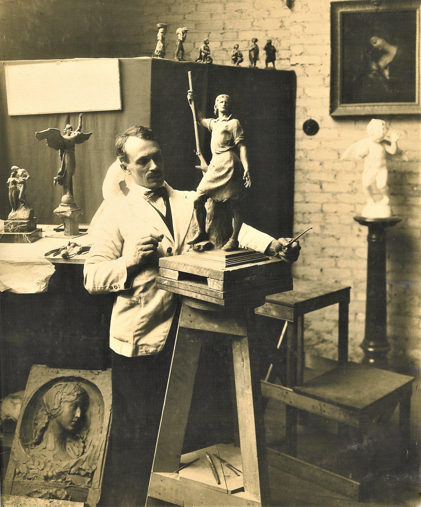 Albin Polasek in studio 1916_6ogp.jpg